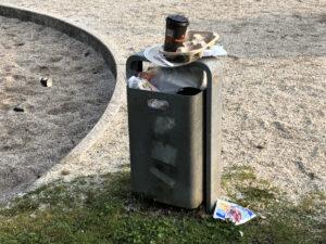 Übervoller Mülleimer - Spielplatz W-Vohwinkel
