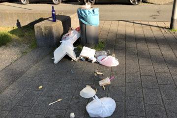 Übervolle Mülltonne in Wuppertal 2101